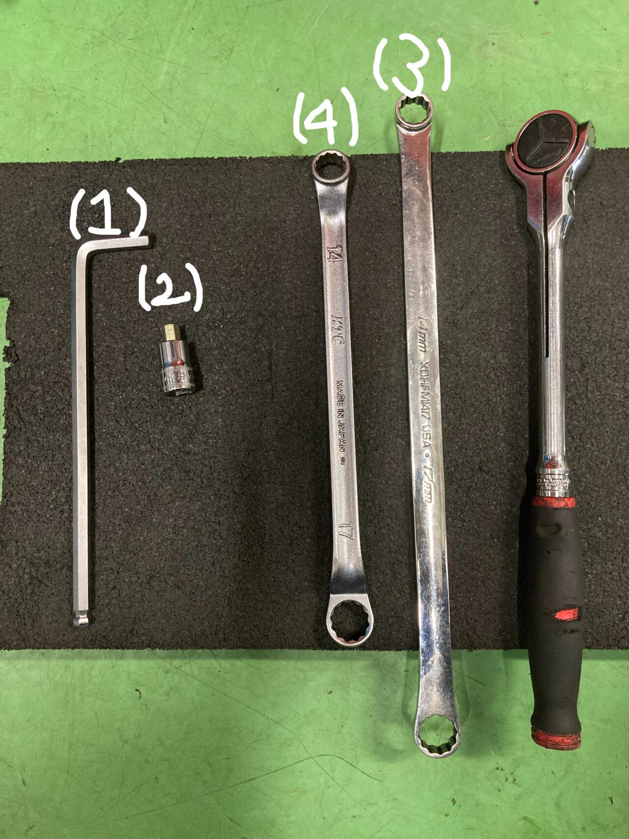牽引フックを取り付ける際に必要な工具